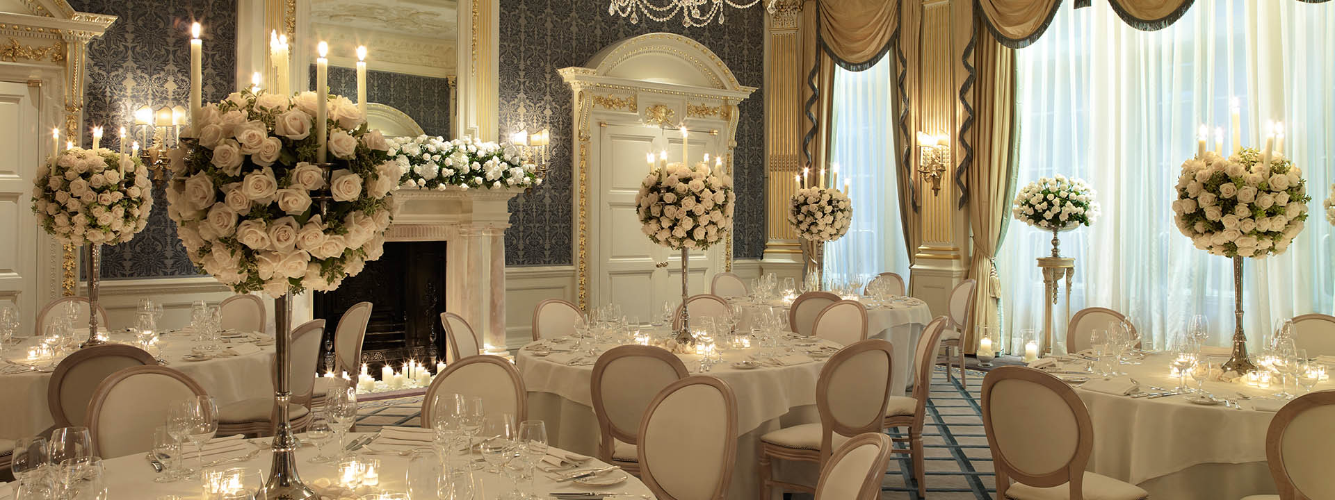 London 39 s most luxurious wedding venue claridge 39 s for Wedding day room decoration