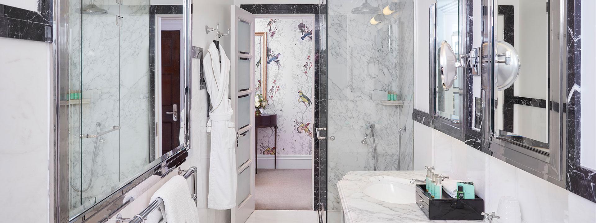 Claridge's King Room Bathroom