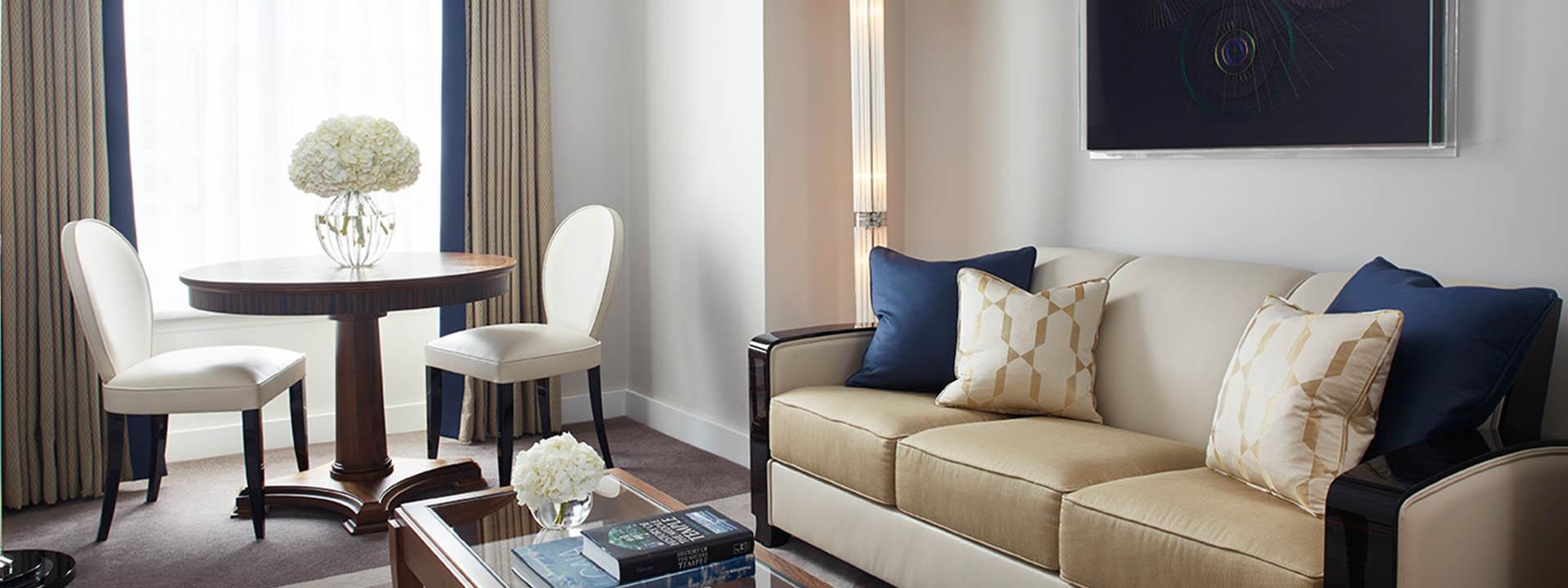 Deluxe Junior Suite Living Room